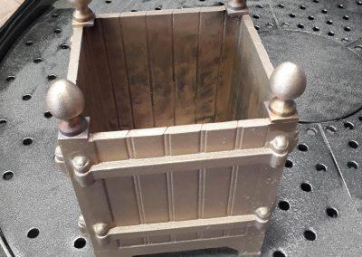 vase/cache pot réalisé en bronze