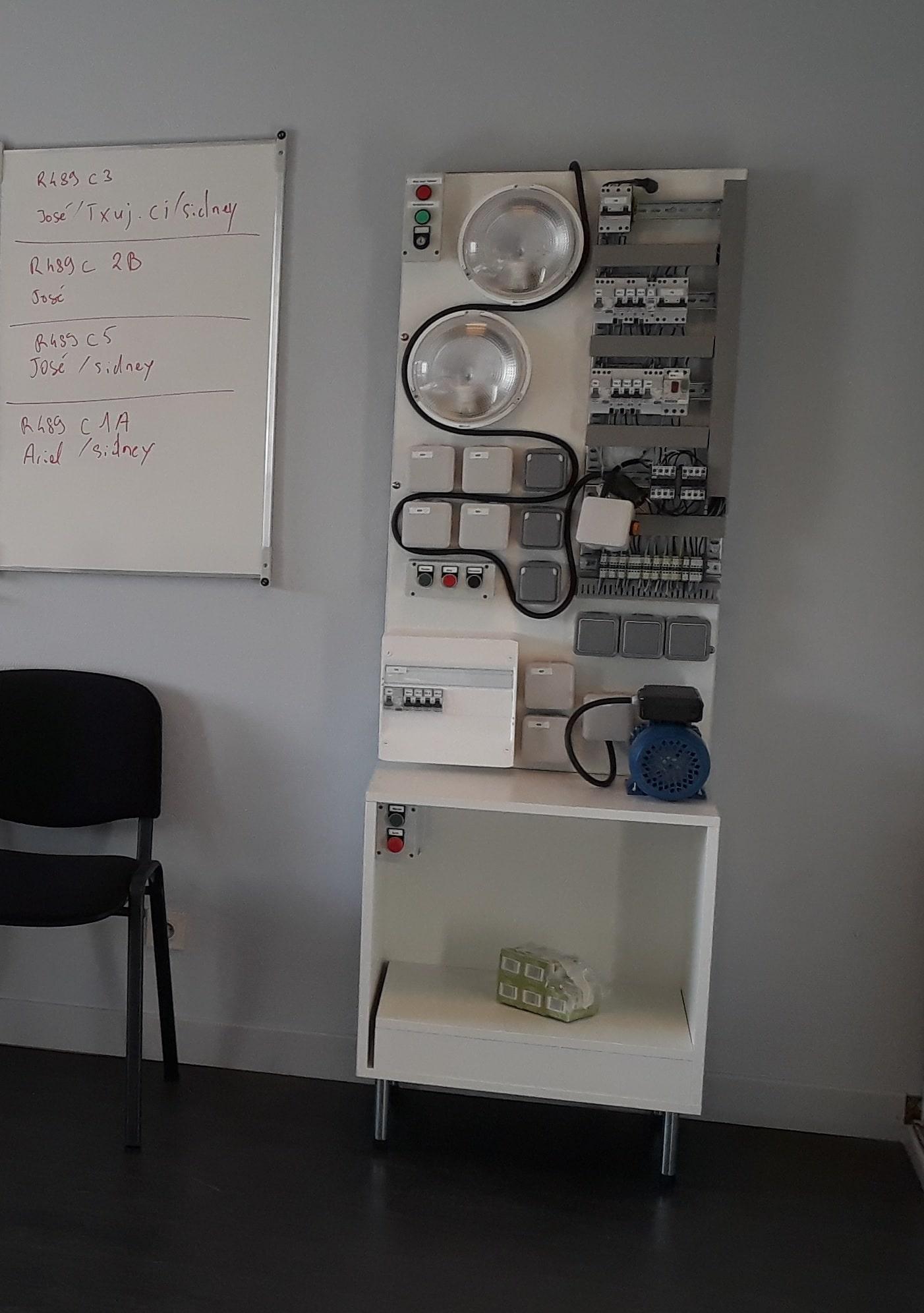 Pupitre pédagogique pour formation électricien